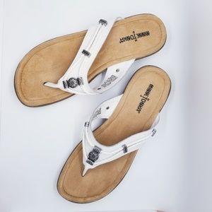 Minnetonka Silverthorne Thong Leather Sandal